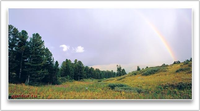 Радуга в горной долине. Алтай