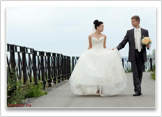 Фотопортрет молодожёнов на прогулке. ISO 400