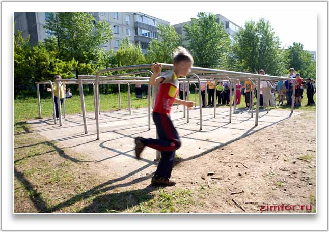 Фото бегущего мальчика. Ручная фокусировка