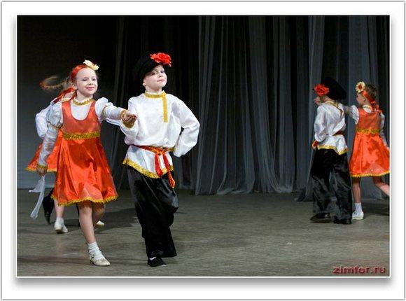 Выступление юных танцоров