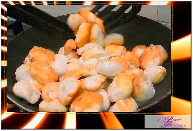 Блюдо из дождевиков жареных с чесноком.